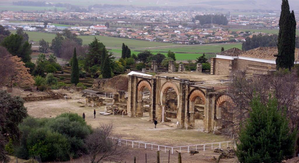 Medina Azahara: Ciudad fortificada y palacio medieval (Córdoba) - La Penínsul...