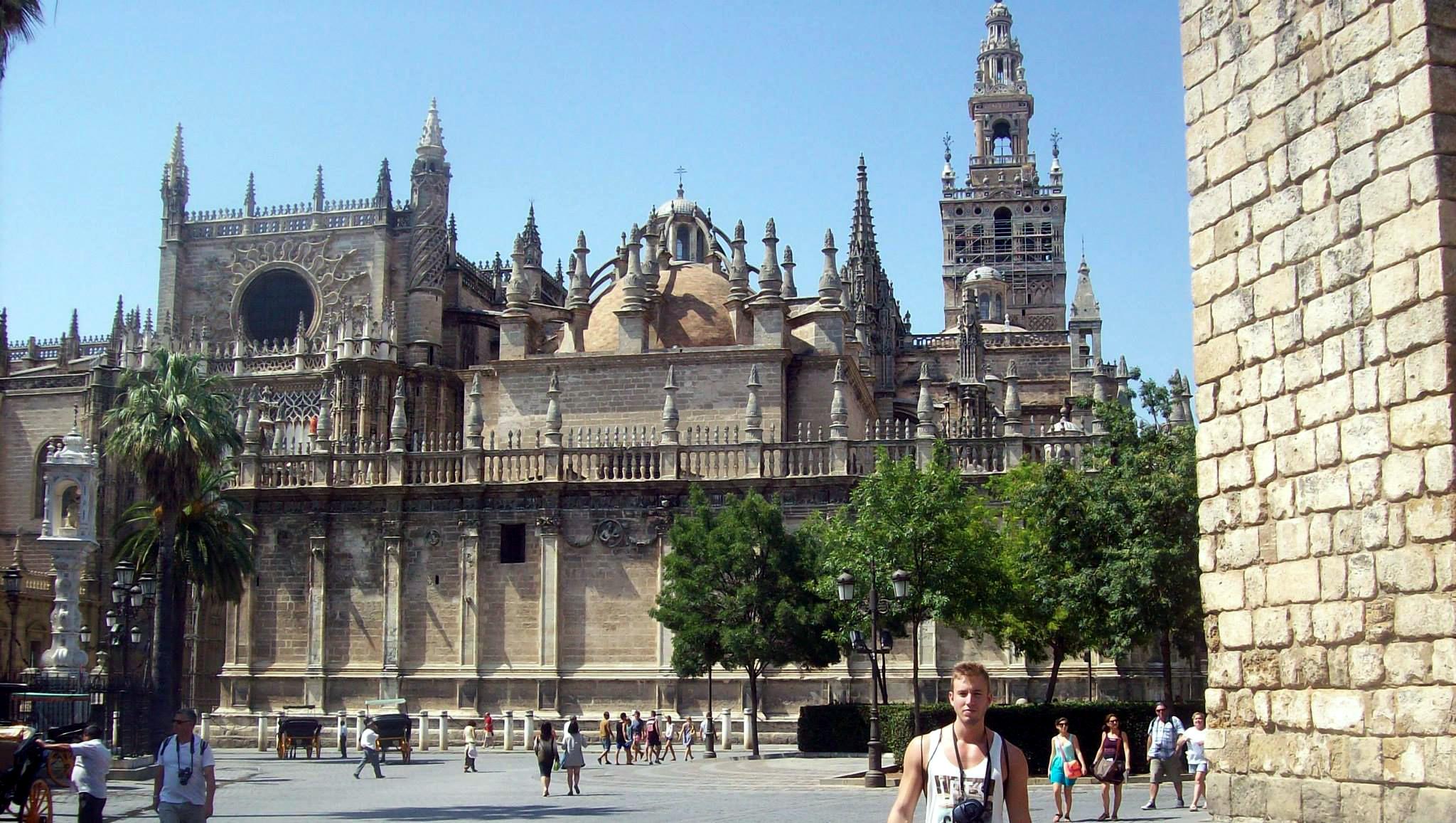 Catedral de sevilla y la giralda la pen nsula ib rica for Exterior catedral de sevilla