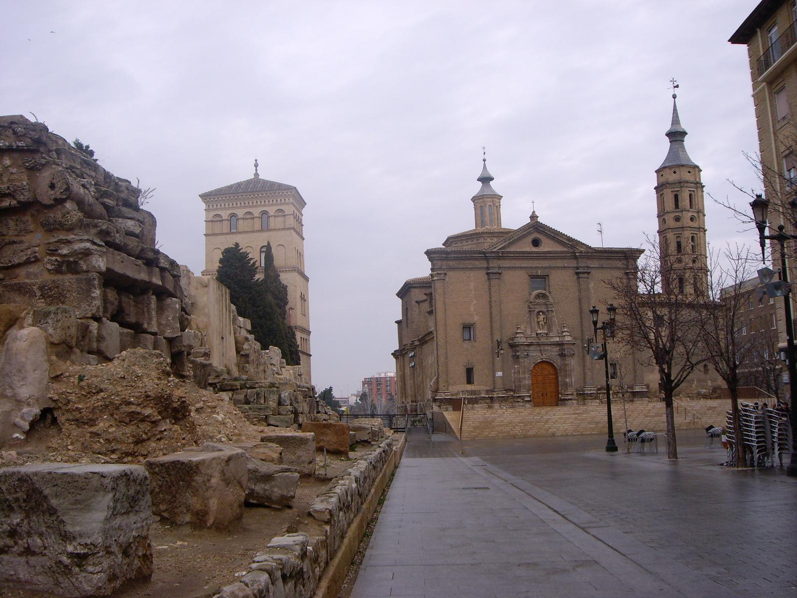 Qu ver en la plaza del pilar y sus alrededores zaragoza for Oficina de extranjeria zaragoza