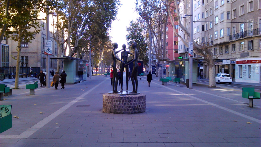 estatua gran via zaragoza
